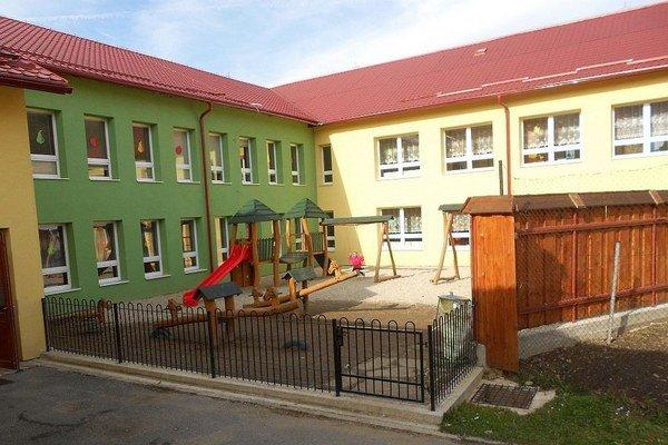 V Chlebniciach sa v základnej škole od dnešného dňa neučí, materská škola ostala otvorená.