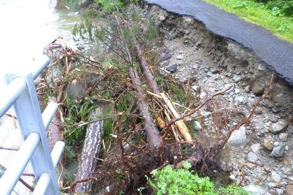 Rieka Belá narobila veľké škody.