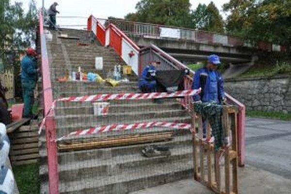 Opravu nadchodu plánujú ukončiť do polovice októbra.
