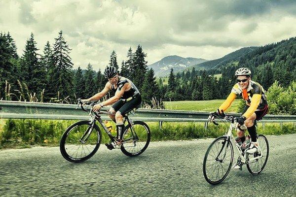 Pretekári z pôvodných 52 kilometrov prejdú na bicykli až 90 kilometrov.