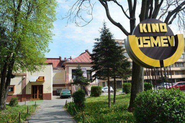 V kine Úsmev premietnu filmy Smelé mačiatko o 16.00, Chata na predaj o 18.00, Redbad o 19.40 hod.