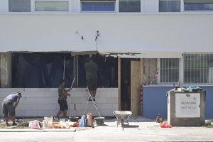 V stredu sa začala rekonštrukcia poškodenej časti zadravotného strediska.