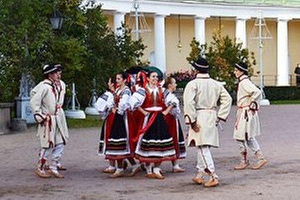 Folklórny súbor Mútňanka šíri dobré meno obce na Slovensku aj v zahraničí.