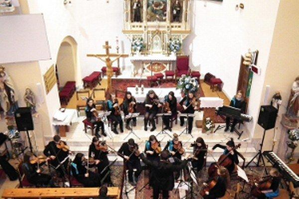 Malý komorný orchester z Námestova sa predstavil v šiestich kostoloch.