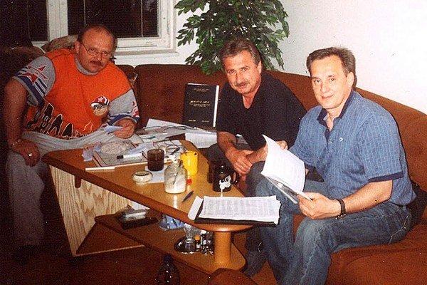 Tibor Kriváň (v strede) sa vzdelával aj s Milan Hovorkom (vľavo) a Milan Jančuškom (vpravo).