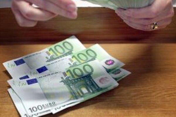 V Trstenej našli falošnú stoeurovú bankovku.