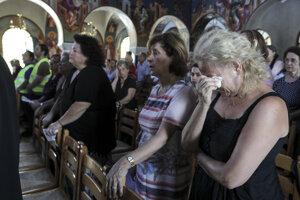 Miestna komunita smúti nad stratou príbuzných, susedov či priateľov.
