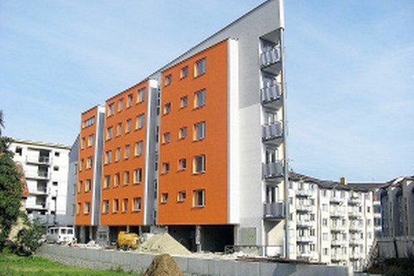 Stavebné úpravy okolo novej bytovky v centre mesta stáli takmer 273-tisíc eur.