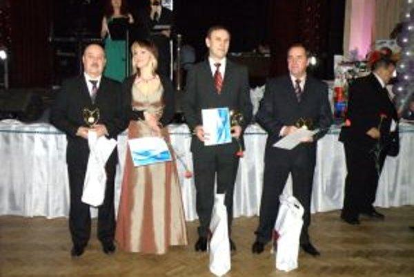 Zástupcovia ocenených klubov.