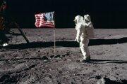 Druhý astronaut z misie Apollo 11 Buzz Aldrin na povrchu Mesiaca.