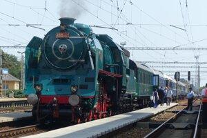 Vlak poháňal parný rušeň; súčasťou súpravy bol aj historický vozeň Aza 80, vyrobený v roku 1930 pre prezidenta Masaryka.