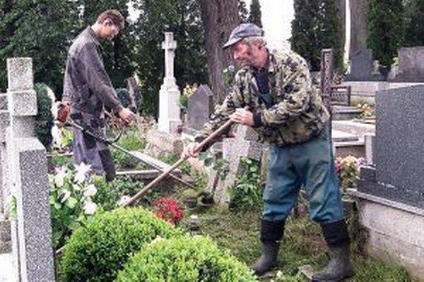 Obecné práce spojili dve generácie.