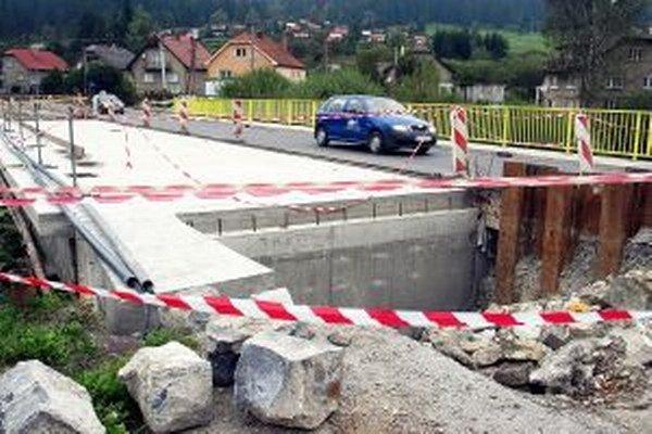 Na rozostavanom moste už niekoľko dní nikto nepracuje.