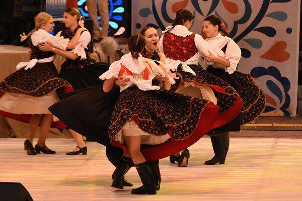 Počas Tvorivé leta si deti vyskúšajú aj školu ľudového tanca.