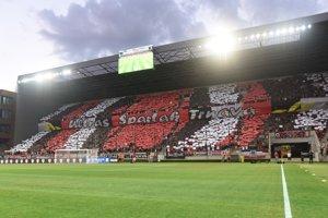 Fanúšikovia Trnavy pred začiatkom zápasu.