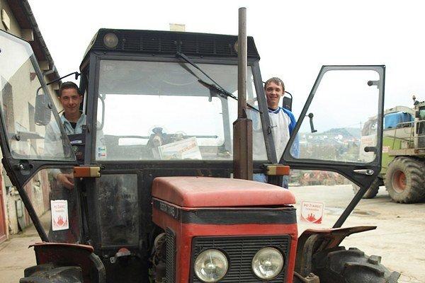 Mladí traktoristi chceli vyhrať prvé miesto, teší ich však aj tretie.