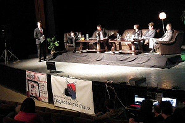 Dosky Domu kultúry patrili vo štvrtok piatim kandidátom na funkciu primátora. Úradujúci na diskusiu neprišiel.