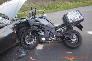 Ženu transportovali leteckí záchranári do banskobystrickej nemocnice, vodiča motocykla do nemocnice v Leviciach.
