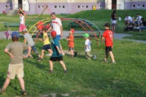 Detské ihrisko využíva veľa detí a rodičov z celého sídliska.