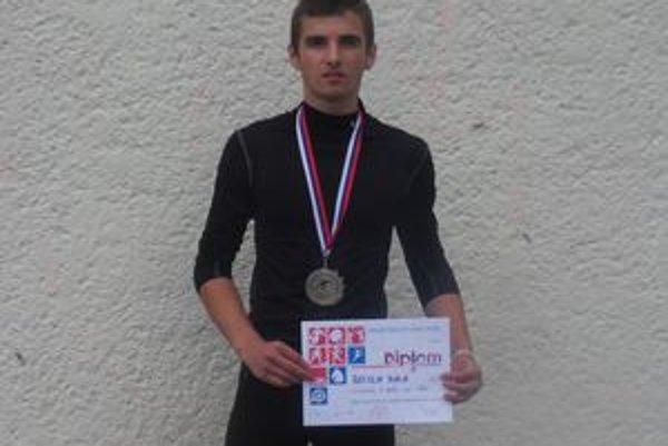 Rastislav Bublák s medailou na 60 m.