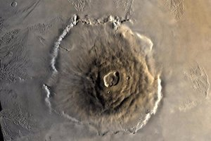 Marťanský vulkán Olympus Mons je najväčší v celej slnečnej sústave. Je trikrát vyšší ako Mont Everest.