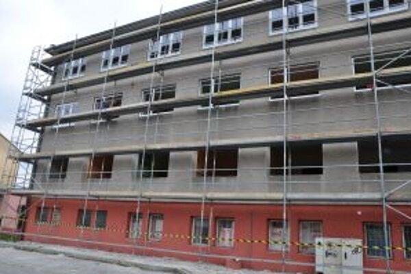 Rekonštrukciu internátu obchodnej akadémie ukončia v októbri.