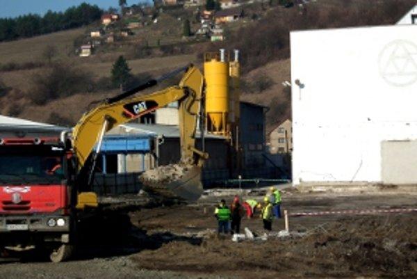 Na Štefánikovej ulici vládne od apríla stavebný ruch.