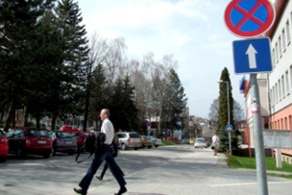 Zákaz zastavenie bude zrejme čoskoro platiť iba po prechod pre chodcov.