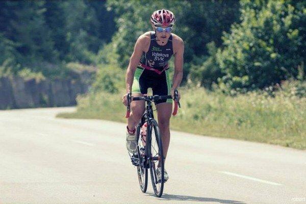Zuzana Vojteková na bicykli.
