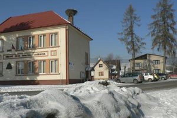 Centrum Oravskej Jasenice je najviac poznačené výtžnosťami vandalov.