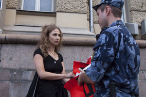 Ruskej protikremeľskej aktivistke Mariji Aľochinovej znemožnila tajná služba vycestovať do Británie