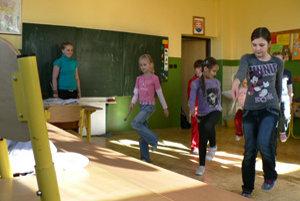 Ťapešovskí školáci trávia čas po vyučovaní v záujmových krúžkoch alebo doma, školský klub nefunguje.