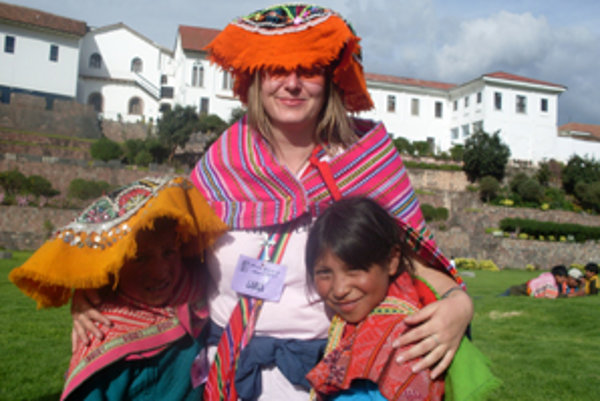 Vierka na výlete v mestečku Cusco s deťmi z Lares.