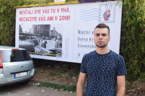 Bilbord proti Nočným vlkom pripravil Rastislav Kalnovič z iniciatívy Pohľadnica vlkom.