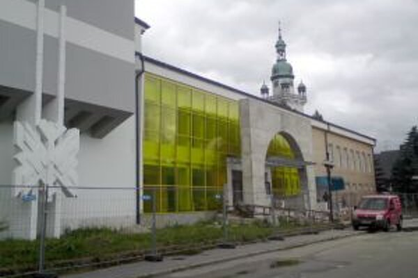 Kultúrny dom mal byť dorobený do polovice júla. Zhotoviteľ termín nestihol.