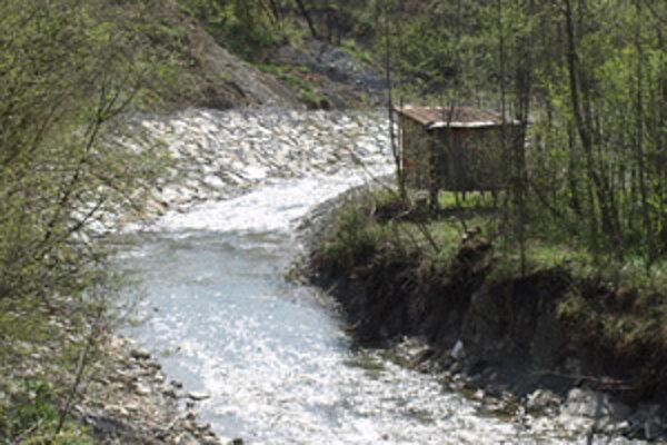 Potok je sčasti upravený, nasledovať by mala ďalšia časť s tajchom a nádržou.