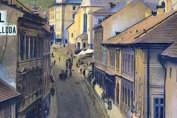 Banskoštiavnický trotuár na starej pohľadnici.
