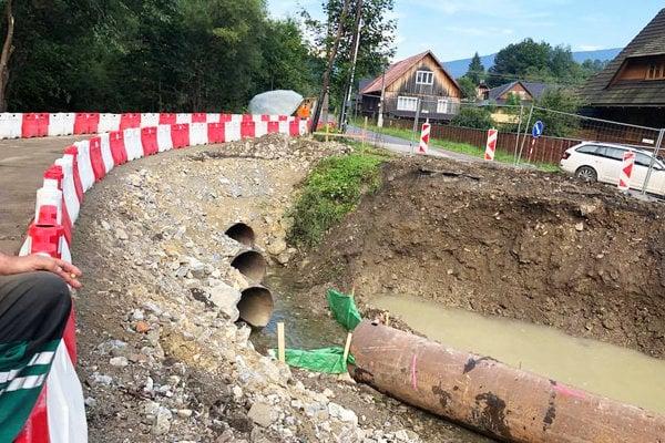 Dočasný most ponad Kozinský potok.