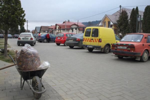 Nové parkovanie v centre.