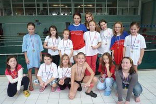 Dolnokubínski plavci s trénerkami.