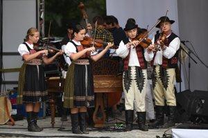 Trnavská brána je tradičný folklórny festival.