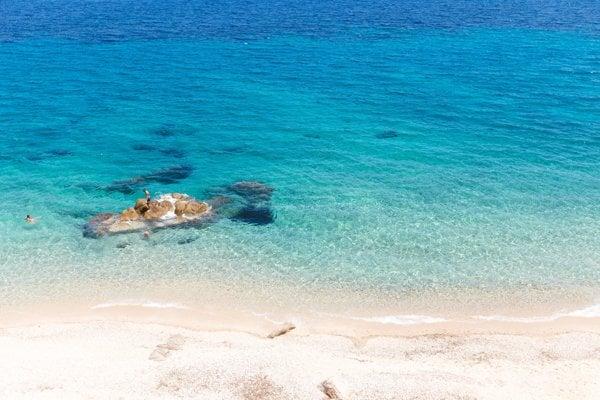 Na pláž Matala podľa legendy boh Zeus premenený na býka uniesol Európu.