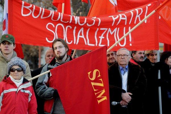 Komunisti na Slovensku pravidelne oslavujú výročie SNP. Ich hlavnou témou na Slovensku je protest proti NATO.