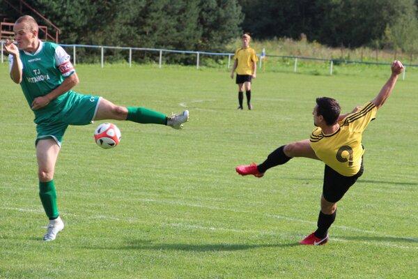 Jakub Kanderka (v žltom) síce z tejto šance neskóroval, no v zápase dal dva góly.