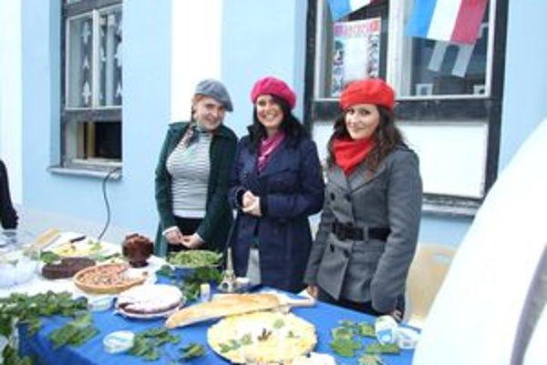 Študentky francúzštiny pripravili na Deň jazykov gastronomické špeciality typické pre Francúzsko.