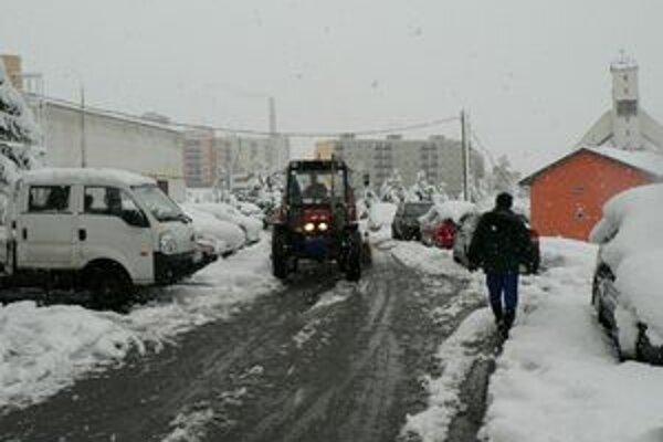 Sneh dnes skomplikoval život mnohým Dolnokubínčanom.