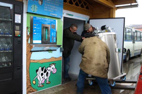 Z farmy v Kline dodáva prevádzkovateľ do automatu denne čerstvé mlieko. To je v automate uskladnené za veľmi prísnych hygienických podmienok a pri stabilnej teplote 4 stupne Celzia.