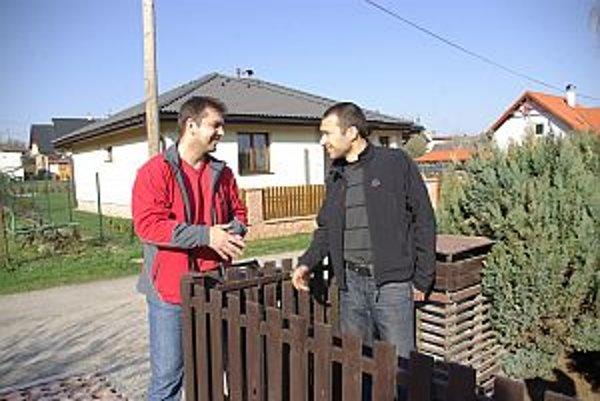 Nová kanalizácia a vodovod vyriešia podľa starostu Košece (vľavo) problémy aj v Nozdroviciach.