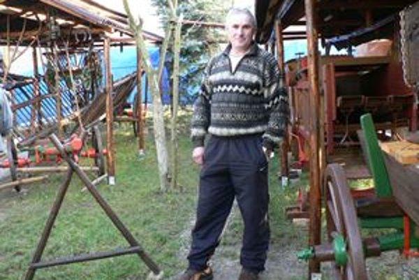 Miroslav Mišek zriadil vo svojom dvore rodinný skanzen.