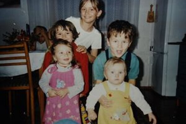 Spoločnú fotografiu, na ktorej by boli všetky deti, sa nám u Chovančákovcov nájsť nepodarilo. Toto je jedna z tých, na ktorej je ich najviac.